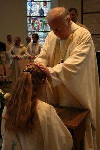 Bischof Joachim Vobbe weiht Anja Goller zur Priesterin