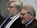 Bischof Pierre Whalon (links) und Bischof Geoffrey Rowell (rechts)