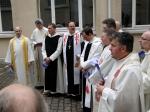 In der Mitte: Brüder von der Abtei St. Serverin (Orden von Port Royal) bei der Weihe von Bischof Dr. Matthias Ring im März 2010 - Foto: Walter Jungbauer