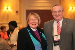 Bischöfin Rosemarie Wenner mit ihrem Vorgänger Bischof Larry Goodpaster - Quelle: www.emk.de