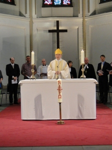 Bischof Dr. Matthias Ring (Mitte) bei der Ökumenischen Lima-Liturgie / Evangelischer Kirchentag Hamburg 2013