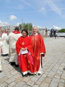 Neupriesterin Oranna Naudascher-Wagner und Diakonin Hilde Freihoff
