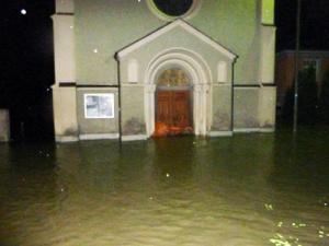 Auferstehungskirche in Passau unter Wasser - Foto: Alt-Katholische Gemeinde Passau