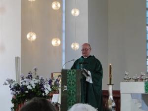 Pastor Michael Fridetzky bei der Primizpredigt