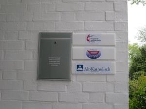 Mit eigenem Türschild: Die Alt-Katholische Pfarrgemeinde Bremen