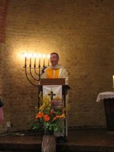 Begrüßung durch Pfarrer Georg Reynders (Nordstrand)
