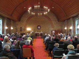 Die Gottesdienstgemeinde bei der Lesung