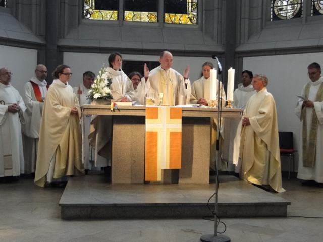 Bilder-Galerie alt-katholische PriesterInnen-Weihe in Köln