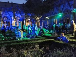Bilder von einem faszinierenden Theater-Spektakel, welches sich selbstironisch und nachdenklich machend mit der Kirche von Ut beschäftigte - geschrieben von Dio van Maaren