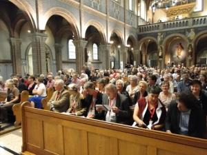 Die Gottesdienst-Gemeinde beim Abschluss-Gottesdienst des Kongresses