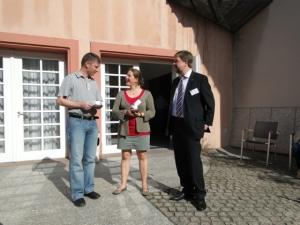 Synodale mit Gast aus der Ökumene (Rechts: Superintendent Uwe Onnen in Vertretung für die Bischöfin der Evangelisch-methodistischen Kirche, Rosemarie Wenner)