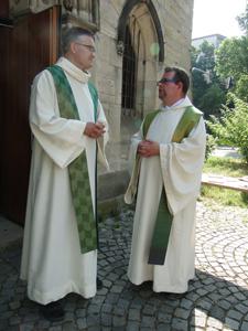 Generalvikar Jürgen Wenge und Pfarrer Jens Schmidt im Gespräch